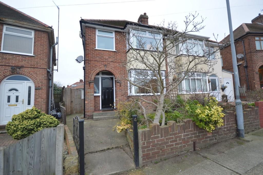 3 Bedrooms Semi Detached House for sale in Whaley Road, Colchester