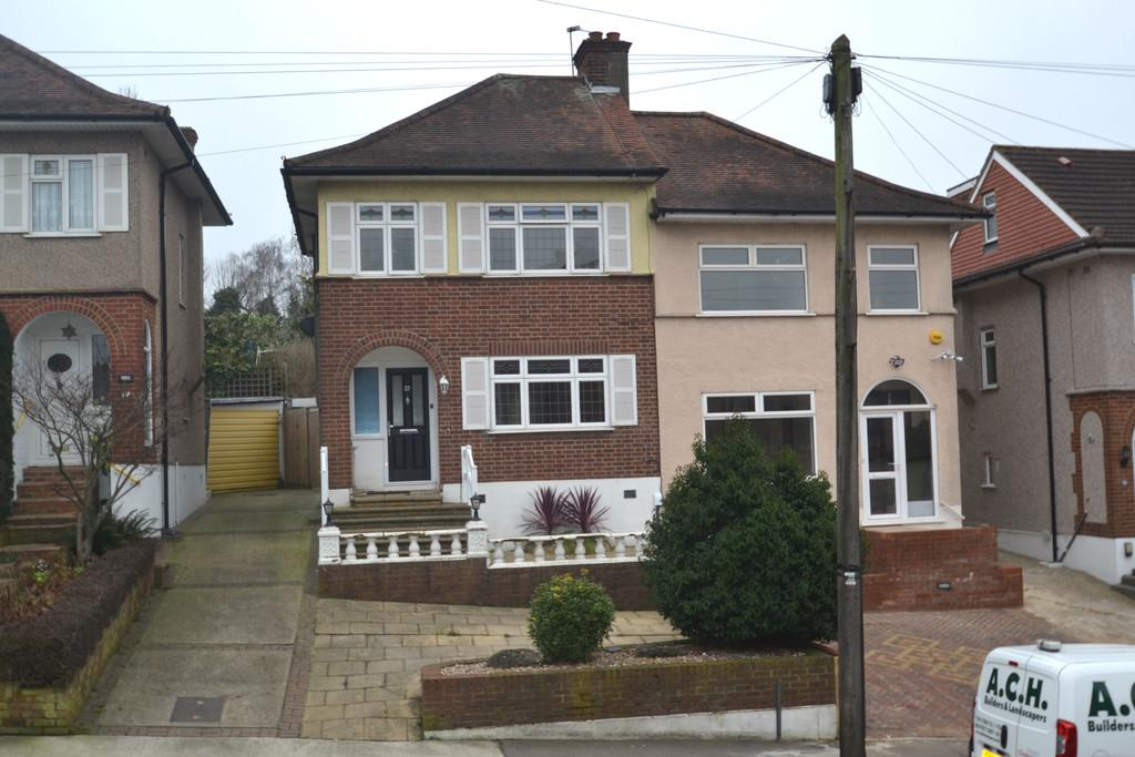 3 Bedrooms Semi Detached House for sale in Kingshill Avenue, Collier Row