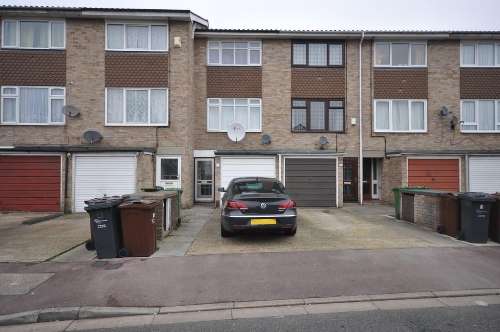 3 Bedrooms Terraced House for sale in Crane Close, Dagenham