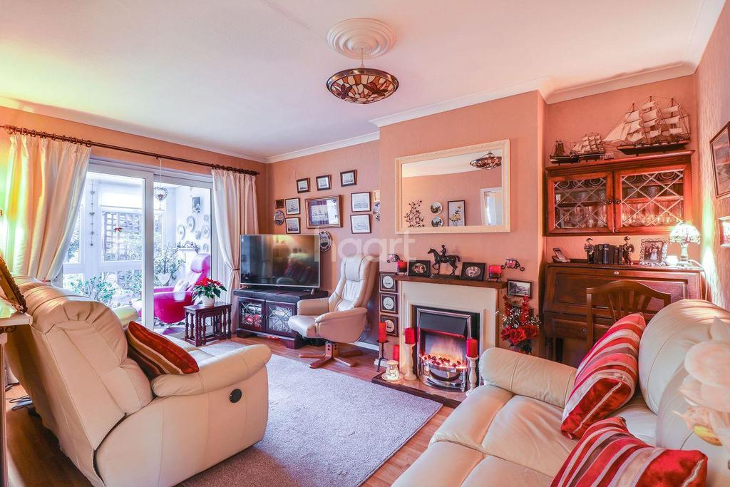 2 Bedrooms Bungalow for sale in Bradley Close, Thundersley