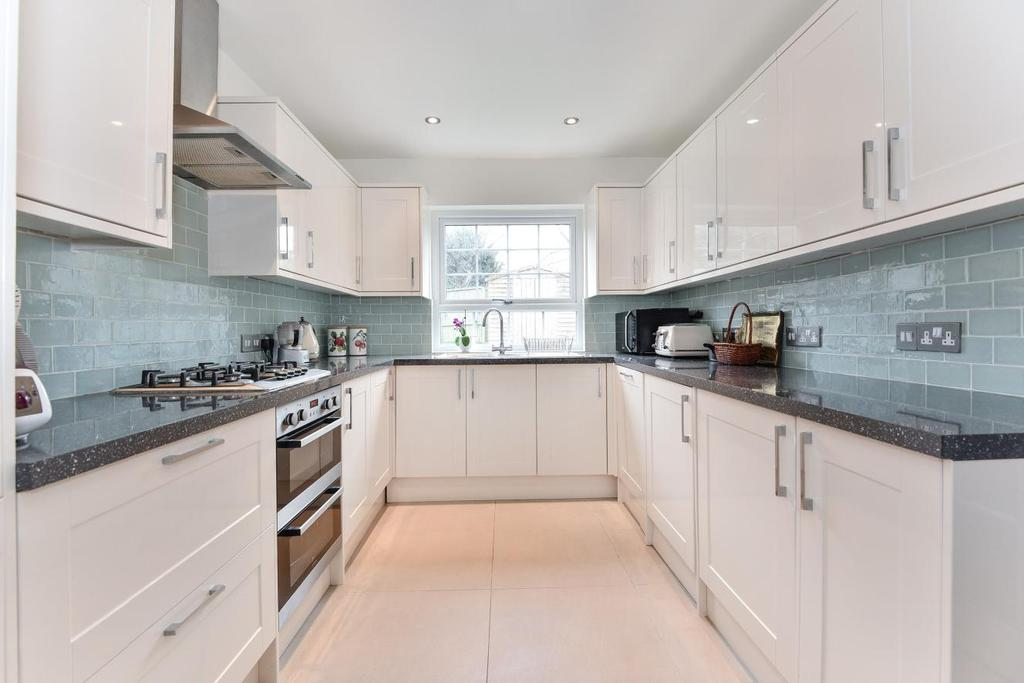 3 Bedrooms Terraced House for sale in Glennie Road, West Norwood