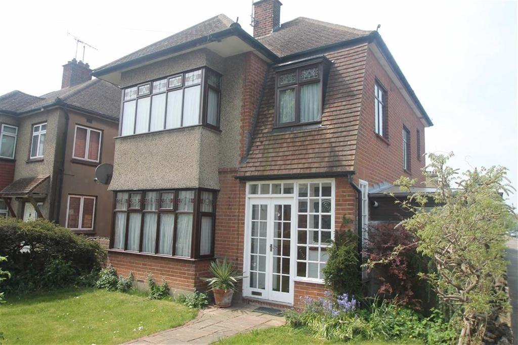 3 Bedrooms House for sale in Bournemouth Park Road, Southend On Sea, Essex