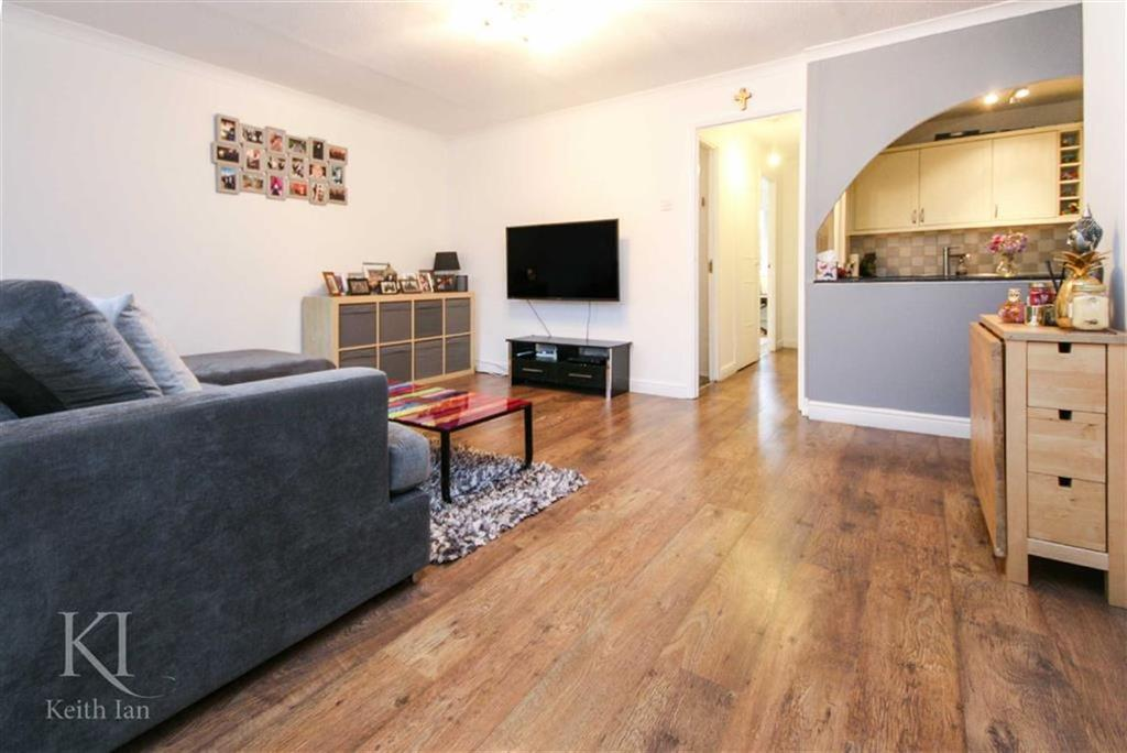 2 Bedrooms Maisonette Flat for sale in Beeston Drive, Cheshunt