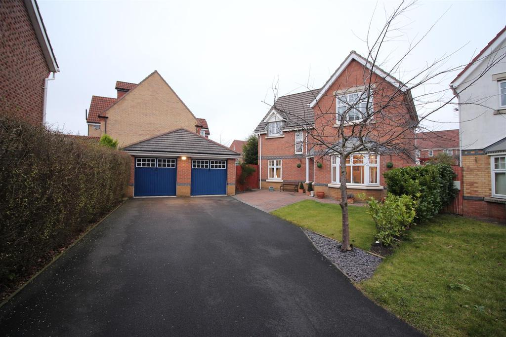 4 Bedrooms Detached House for sale in Carlisle Close, Holystone, Newcastle Upon Tyne