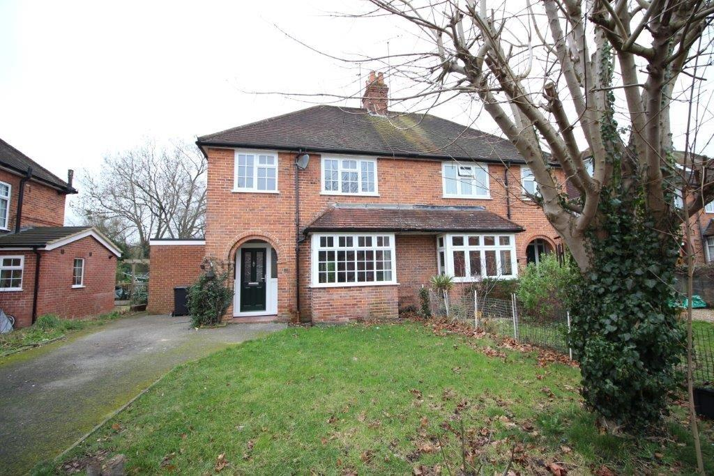 3 Bedrooms Semi Detached House for rent in Meadowside Road, Pangbourne