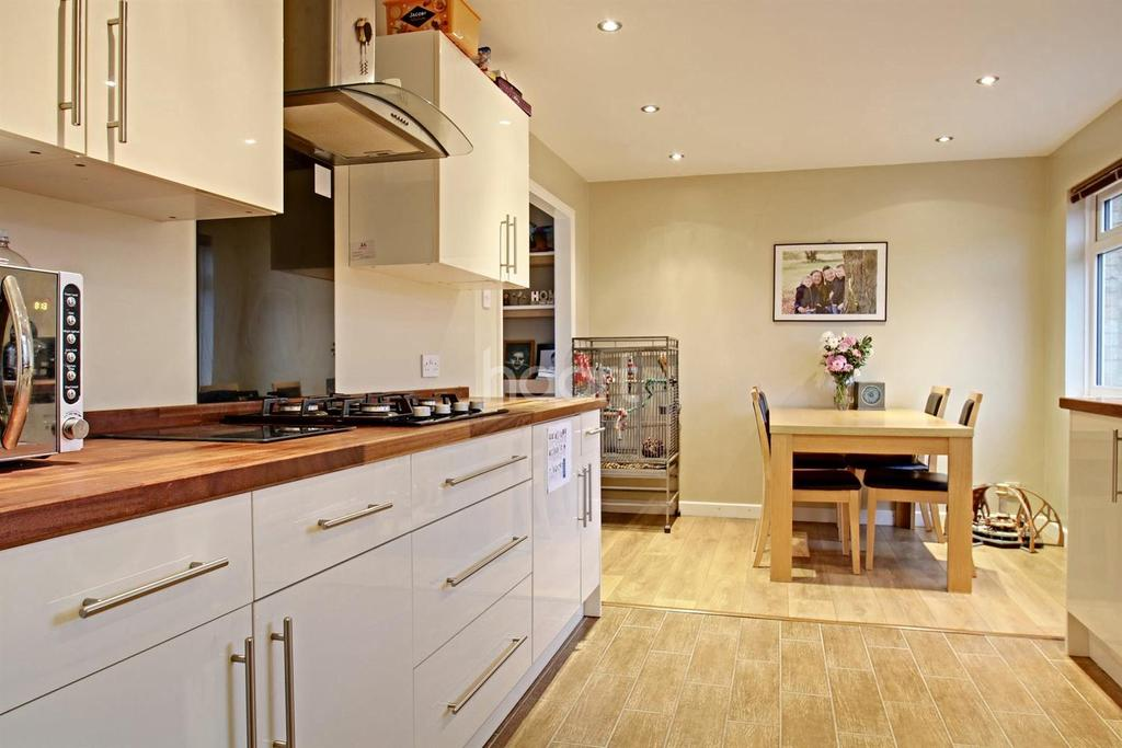3 Bedrooms Terraced House for sale in Lincoln Road, Wellfield Wood, Stevenage