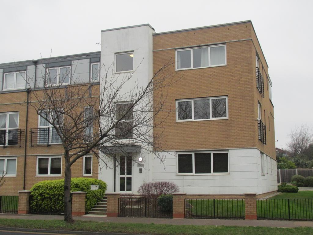 2 Bedrooms Flat for sale in Howlett Heights, 378 Rayleigh Road, Eastwood, Essex SS9