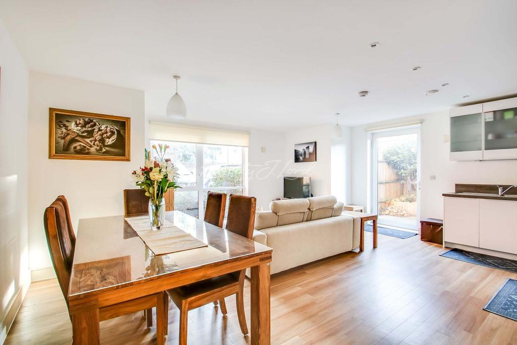 2 Bedrooms Flat for sale in Marlow Court,Mcmillan Street, SE8 3FD