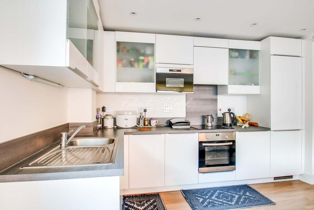 2 Bedrooms Flat for sale in Marlow Court,Mcmillan Street, SE8 3FD