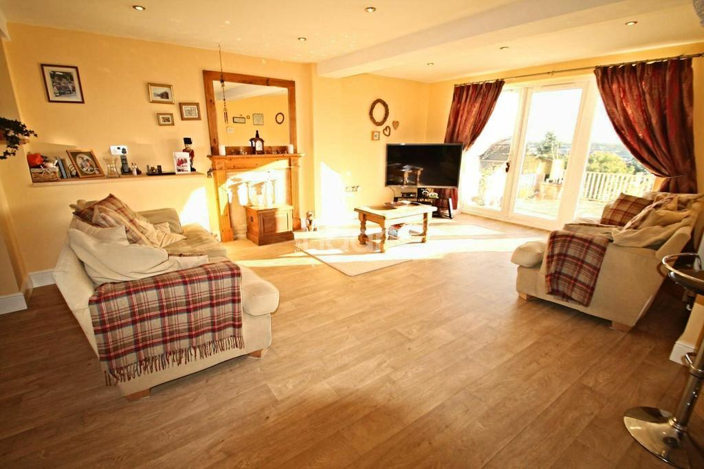 4 Bedrooms Detached House for sale in The Crescent