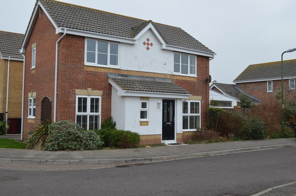 3 Bedrooms Detached House for sale in Chaucer Drive, West Wittering, PO20