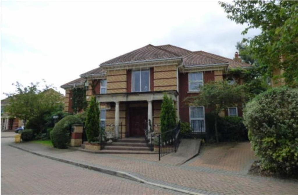 5 Bedrooms Detached House for sale in The Maples, Waltham Cross, Herts, EN7