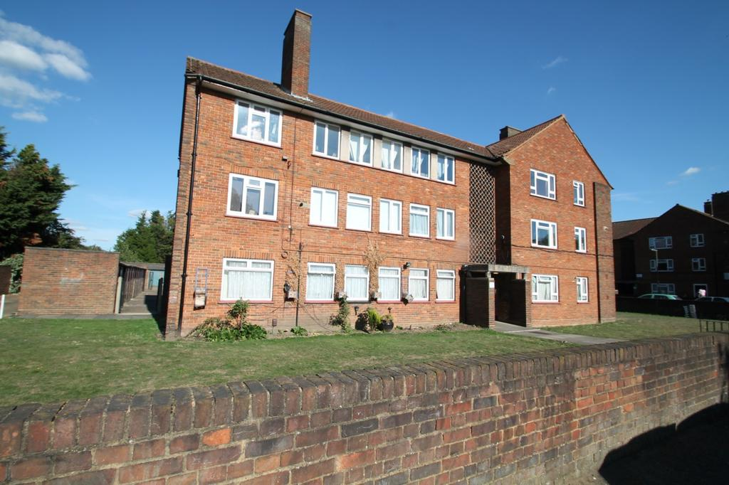 3 Bedrooms Flat for rent in Convent Road, Ashford, TW15