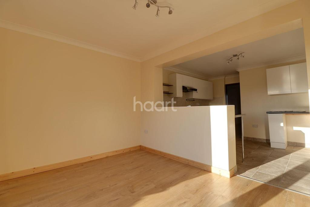 2 Bedrooms Semi Detached House for sale in Turves