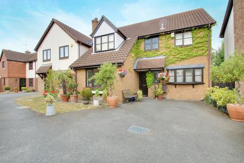 5 bedroom detached house for sale - Tindall Close, Romford