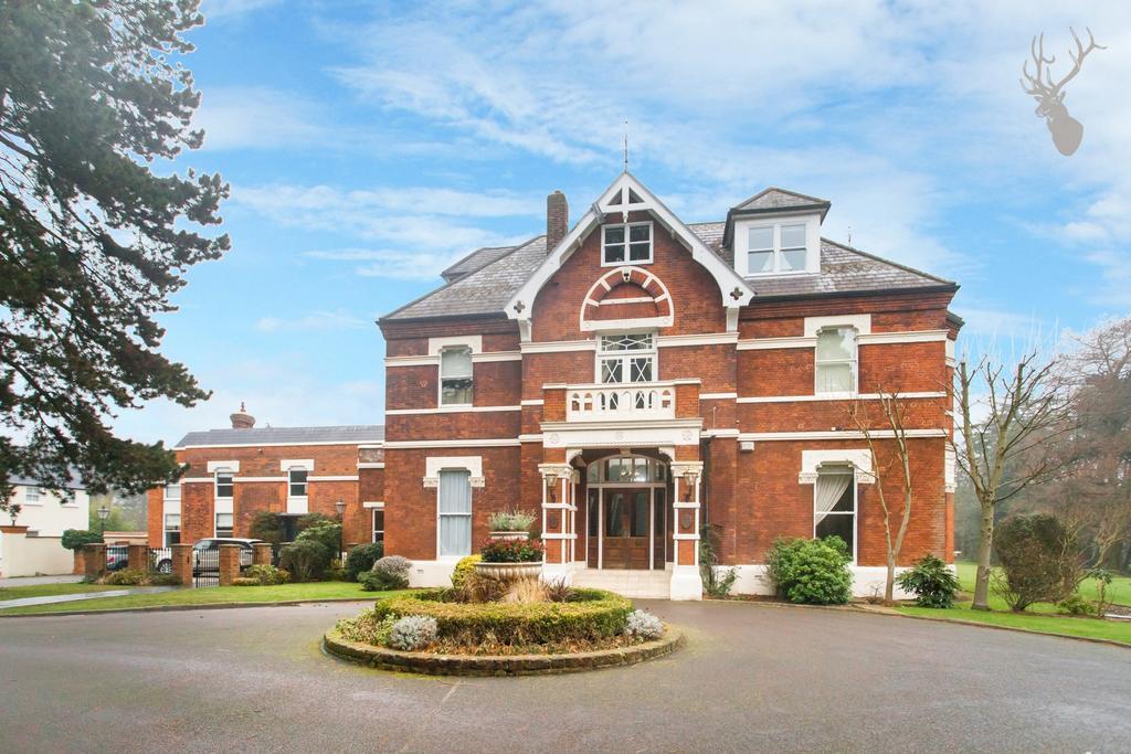 2 Bedrooms Flat for rent in Manor Road, Loughton, IG10
