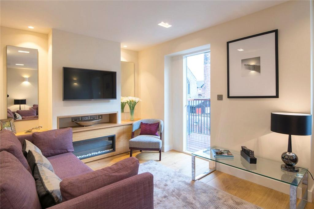 4 Bedrooms Terraced House for sale in 2 Nelson's Yard, Walmgate, York, YO1