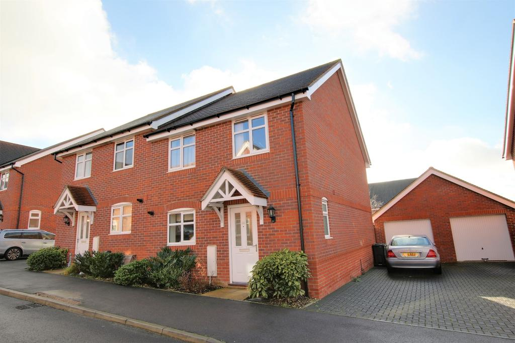 4 Bedrooms End Of Terrace House for sale in Clanfield, Waterlooville
