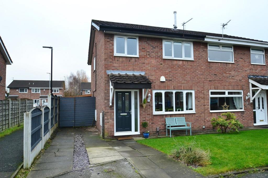 3 Bedrooms Semi Detached House for sale in Larchwood Close, Sale