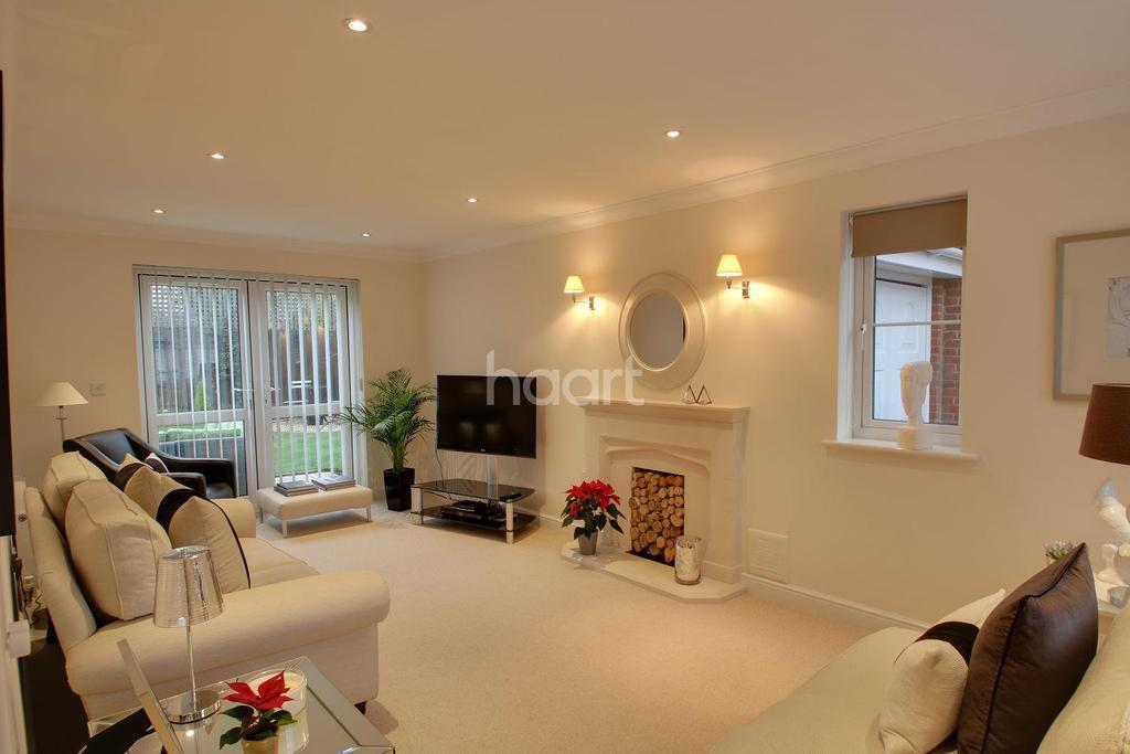 5 Bedrooms Detached House for sale in Whatley Close, Elmswell