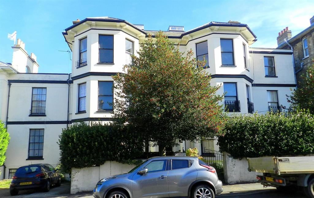 2 Bedrooms Flat for sale in Dover Street, Ryde