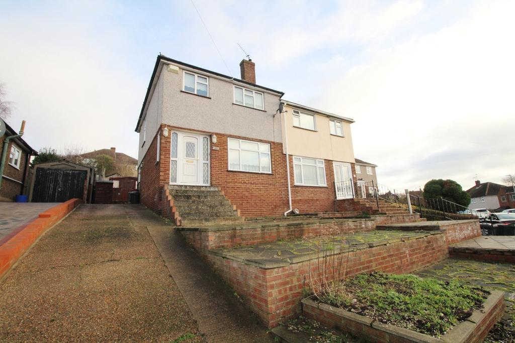 3 Bedrooms Semi Detached House for sale in Coombfield Drive Dartford DA2