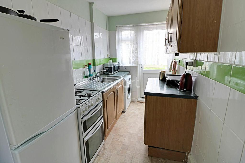 2 Bedrooms Terraced House for sale in Holgate Road, Dagenham