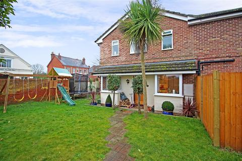 3 bedroom semi-detached house for sale - Crescent Road, Tilehurst, Reading