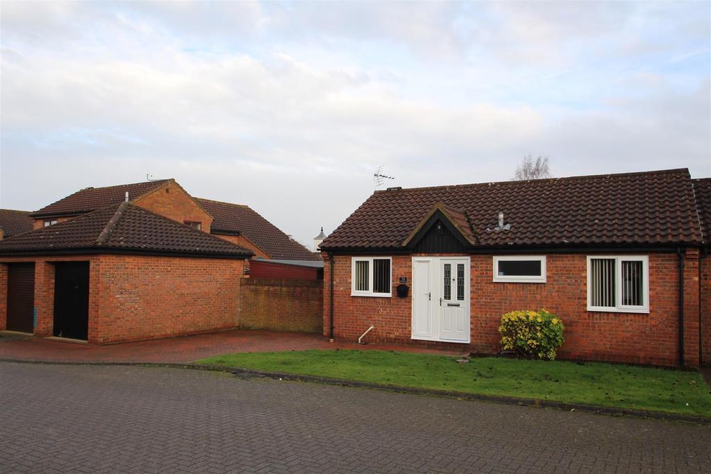 2 Bedrooms Bungalow for sale in Kirtlington, Downhead Park, Milton Keynes