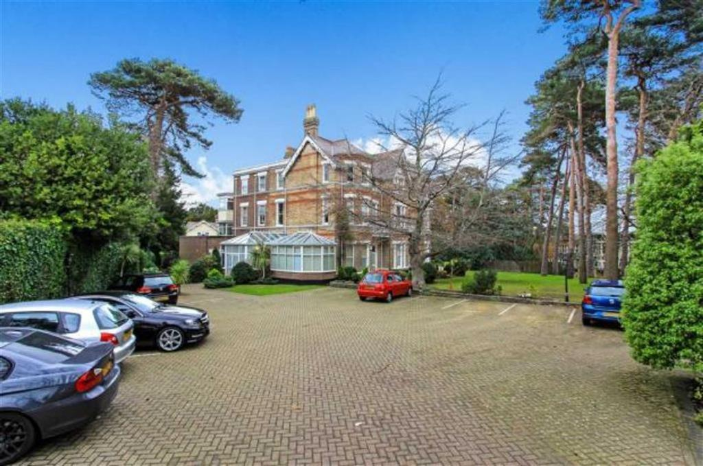 2 Bedrooms Flat for sale in Manor Road, East Cliff, Bournemouth, Dorset, BH1
