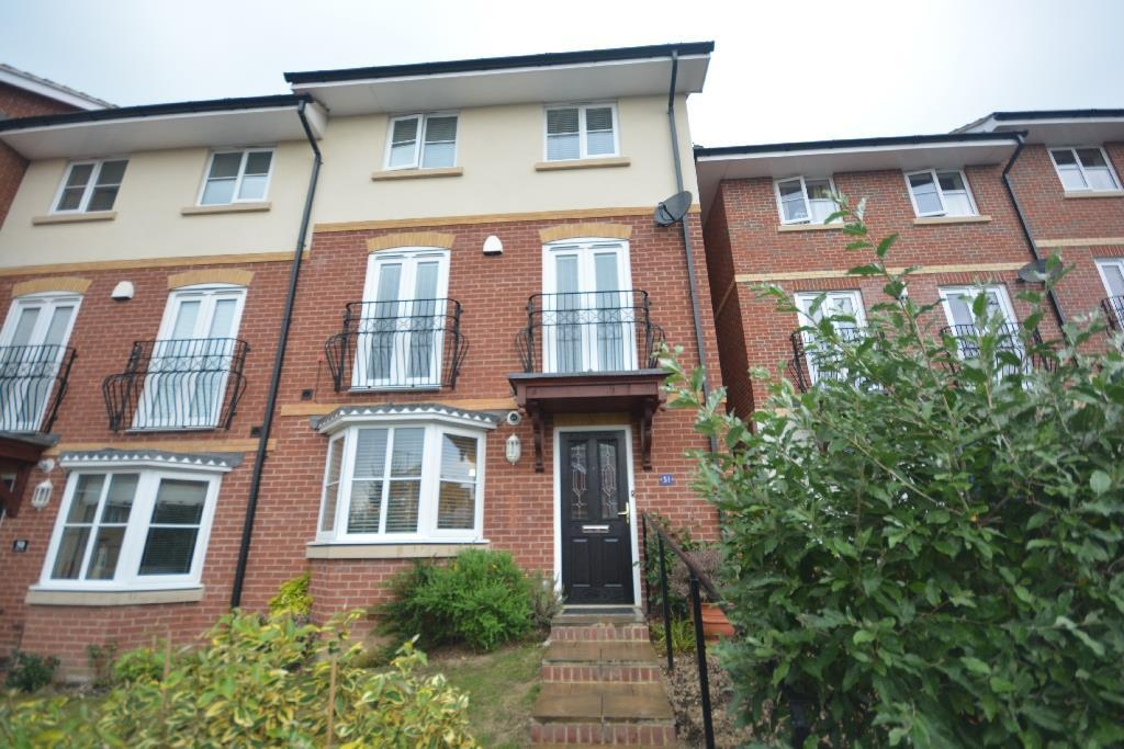4 Bedrooms Semi Detached House for sale in Etchingham Drive, St Leonards On Sea