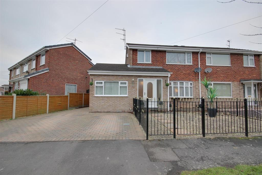 4 Bedrooms Semi Detached House for sale in Ganton Way, Willerby