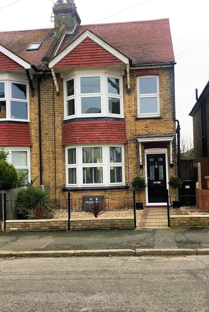 3 Bedrooms Semi Detached House for sale in Swinburne Avenue , Broadstairs, Kent CT10