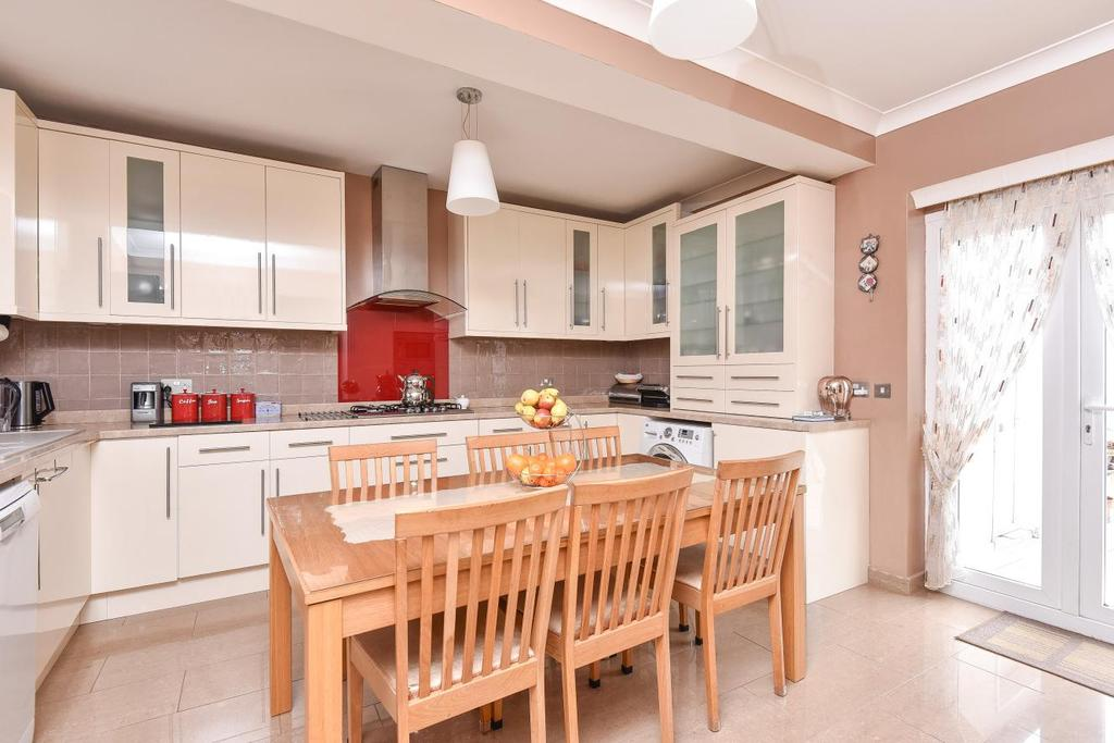 3 Bedrooms Semi Detached House for sale in The Grange, Shirley