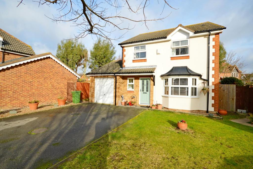 4 Bedrooms Detached House for sale in Pett Close, Hornchurch, Essex, RM11