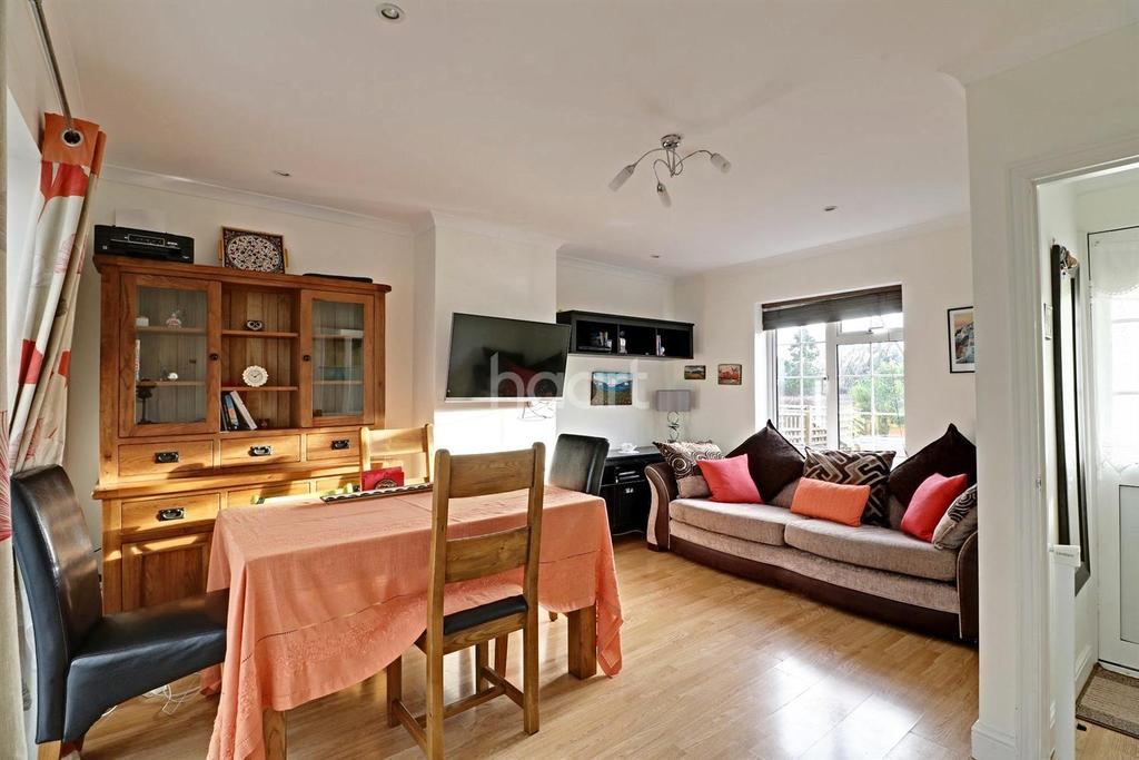 3 Bedrooms Semi Detached House for sale in Knella Green