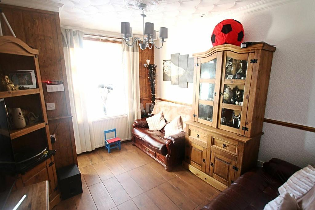 2 Bedrooms Terraced House for sale in Fforchaman Road, Aberdare