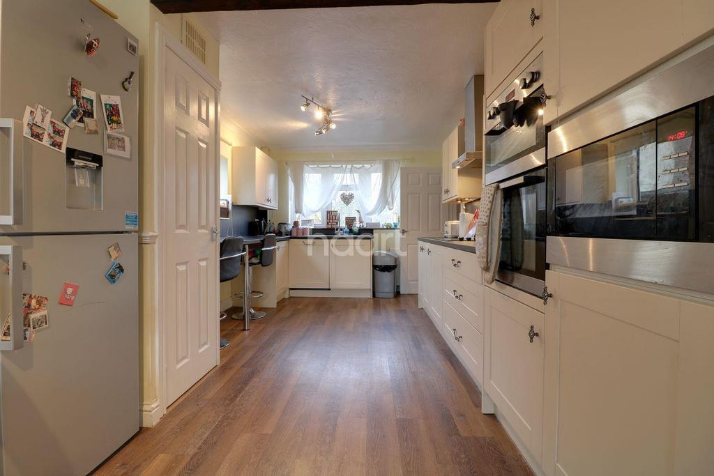 5 Bedrooms Detached House for sale in Fairmead, Rayleigh