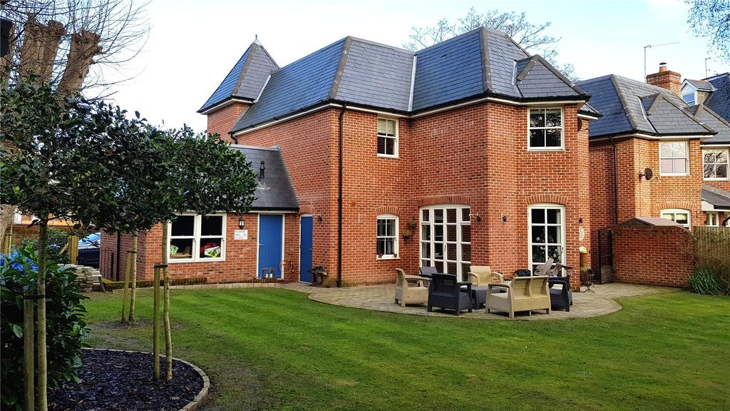 4 Bedrooms Detached House for sale in Chestnut Mead, Winchester, Hampshire, SO23