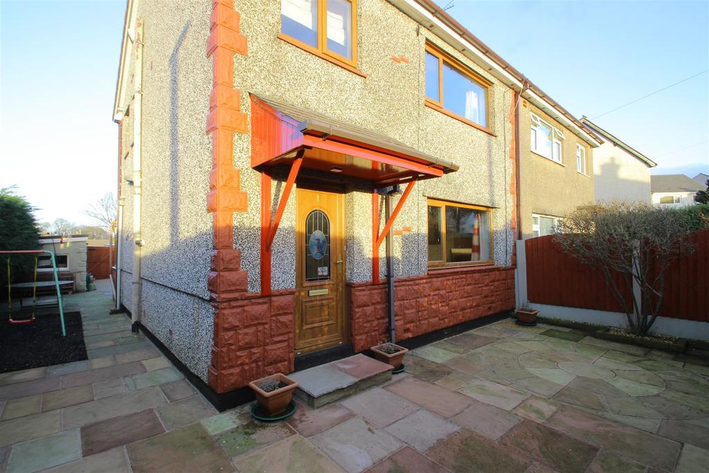 3 Bedrooms Semi Detached House for sale in Standen Road, Clitheroe