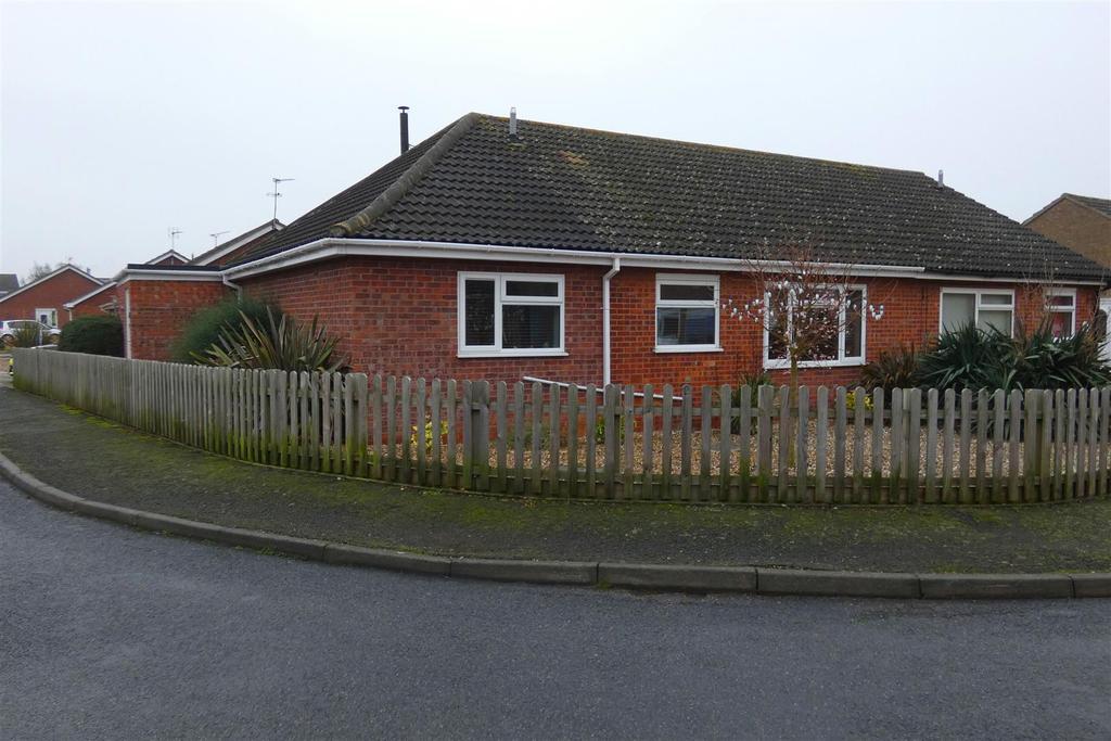 3 Bedrooms Semi Detached Bungalow for sale in Blackbird Road, Beck Row