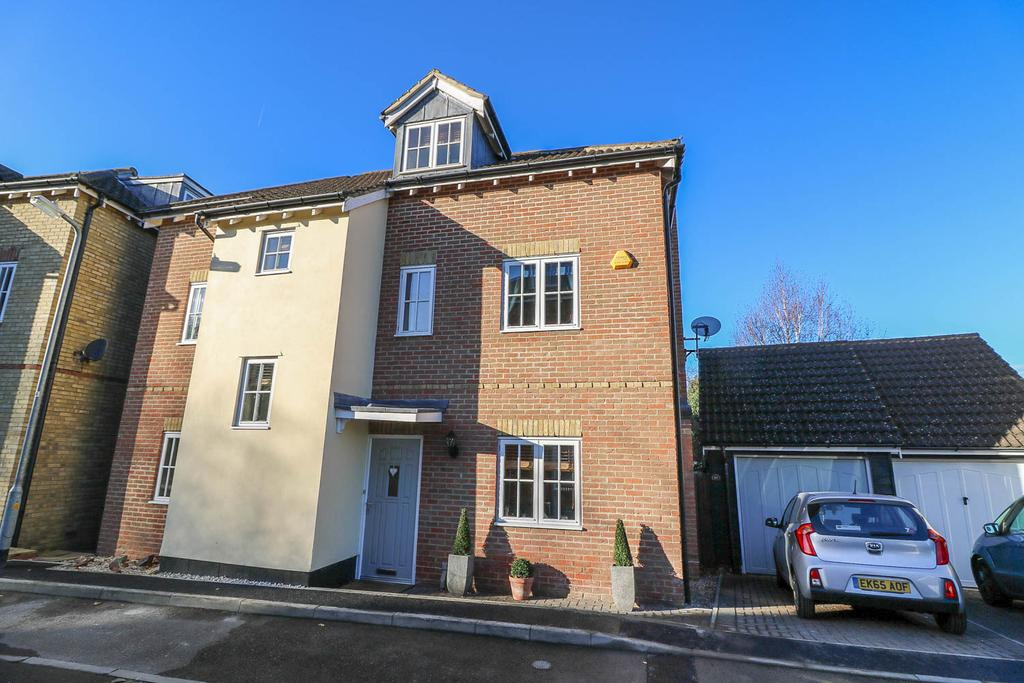 4 Bedrooms Detached House for sale in Prower Close , Billericay CM11