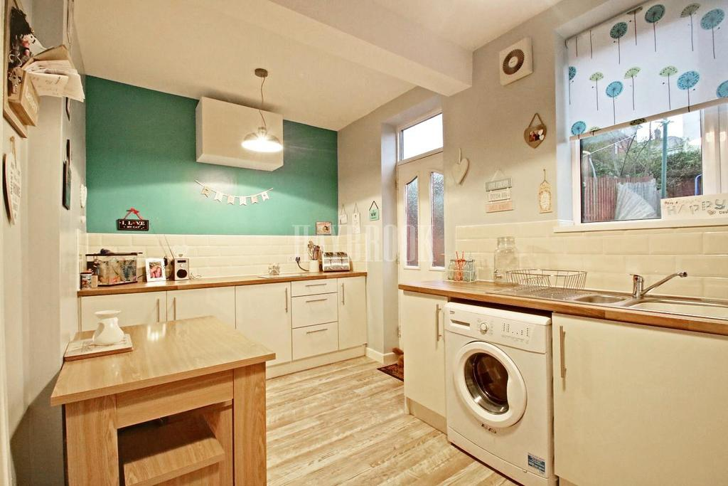 2 Bedrooms Terraced House for sale in Halliwell Crescent,