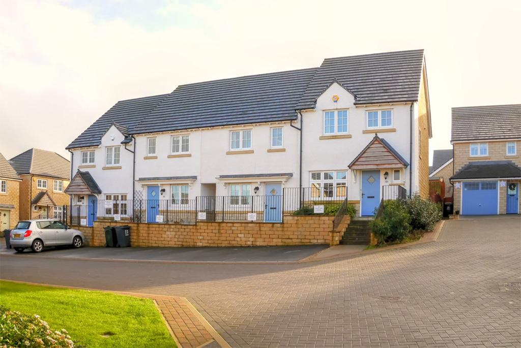 3 Bedrooms Town House for sale in 25 Copse Place, Steeton,