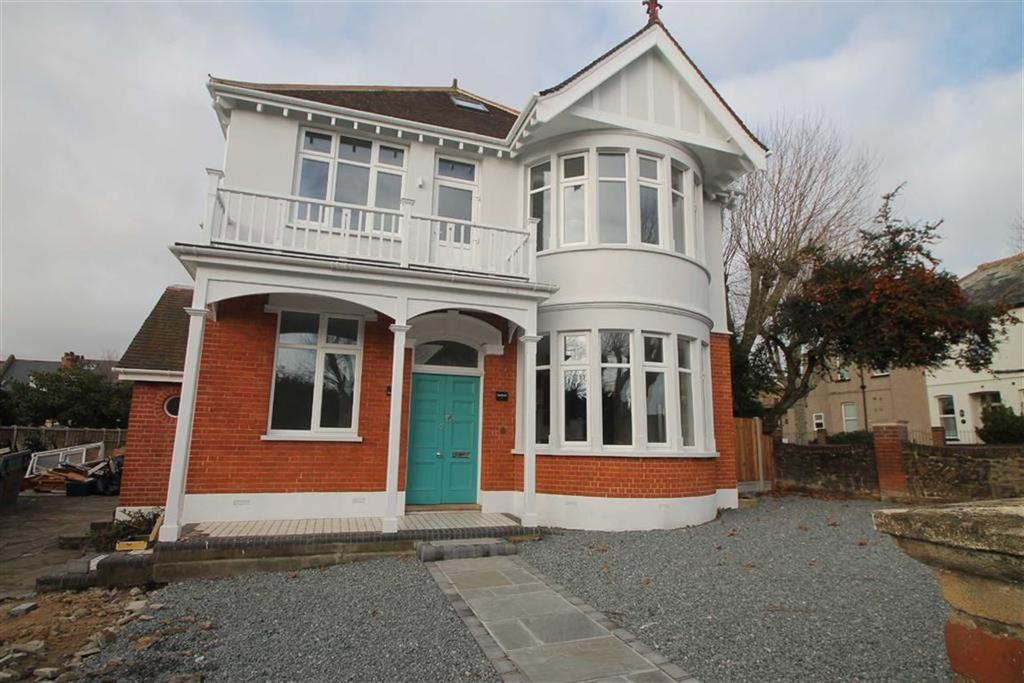 2 Bedrooms Apartment Flat for sale in 23 Preston Road, Westcliff On Sea, Essex