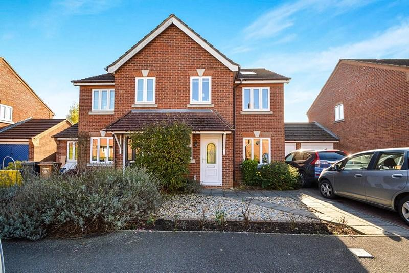 4 Bedrooms Semi Detached House for sale in Barnfield Rise, Andover