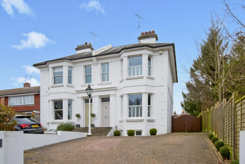 4 Bedrooms House for sale in Whitemans Green, Cuckfield, RH17
