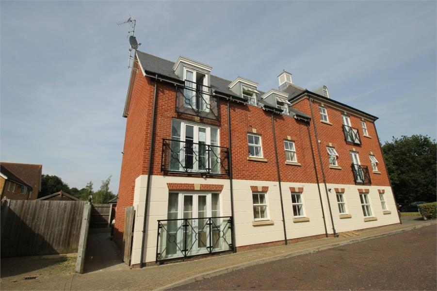 2 Bedrooms Flat for sale in Richard Day Walk, Colchester, Essex