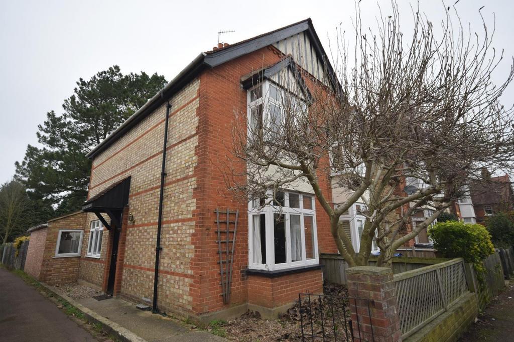 3 Bedrooms Semi Detached House for sale in Manor Road, Bishop's Stortford, Hertfordshire, CM23