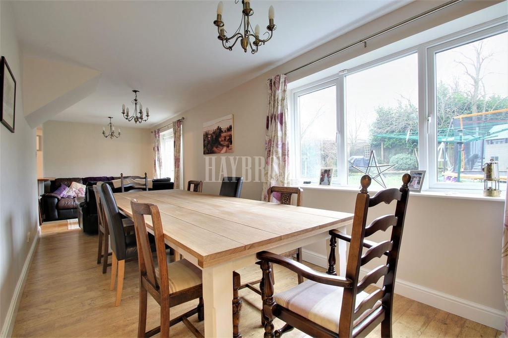 5 Bedrooms Detached House for sale in Saxon Row, Conisbrough